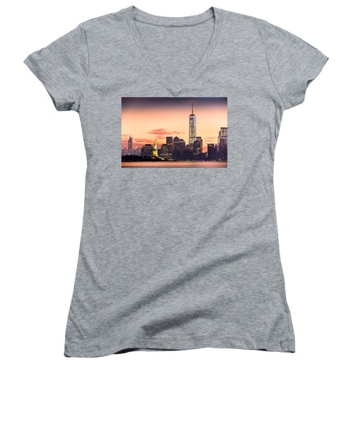 Lower Manhattan And The Statue Of Liberty At Sunrise Women's V-Neck T-Shirt