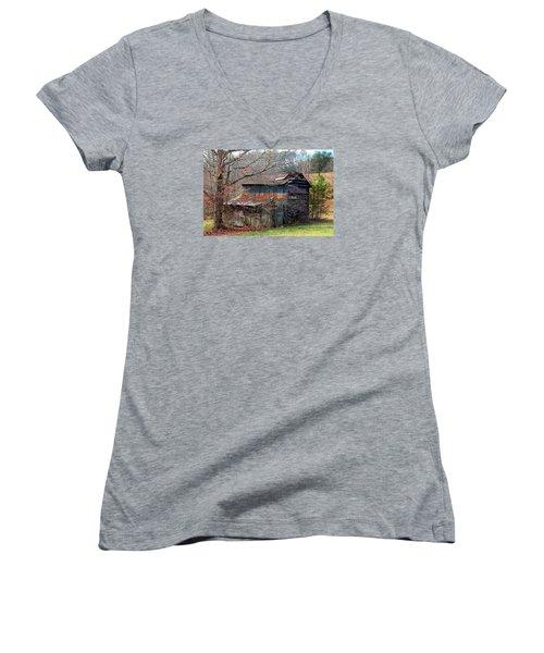 Tumbledown Barn Women's V-Neck T-Shirt