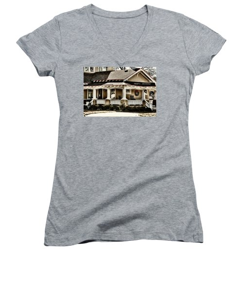 1930's Christmas Women's V-Neck T-Shirt (Junior Cut) by Joan Bertucci