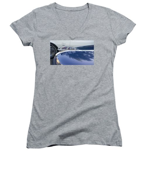 1949 Plymouth Super Deluxe Women's V-Neck T-Shirt