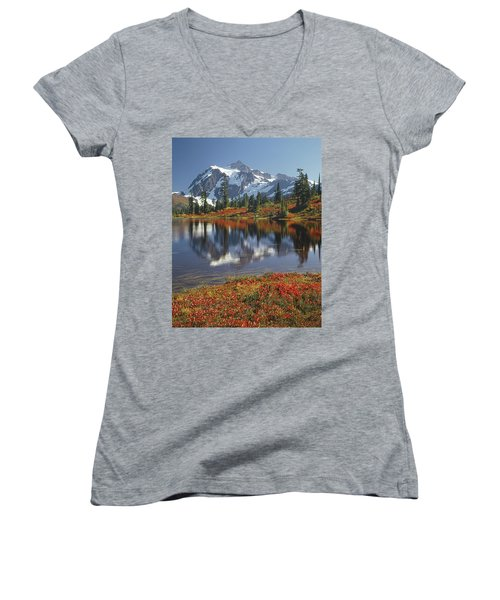 1m4208 Mt. Shuksan And Picture Lake Women's V-Neck T-Shirt