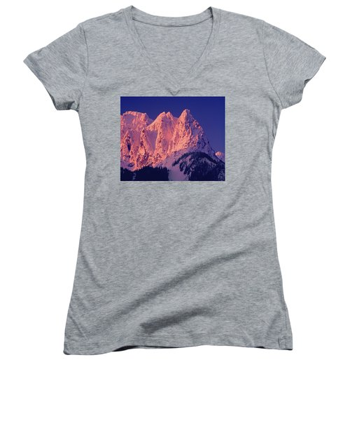 1m4503-a Three Peaks Of Mt. Index At Sunrise Women's V-Neck