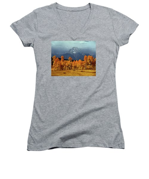 1m9235 Mt. Moran In Autumn Women's V-Neck