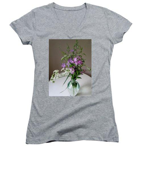 Simplicity Women's V-Neck T-Shirt