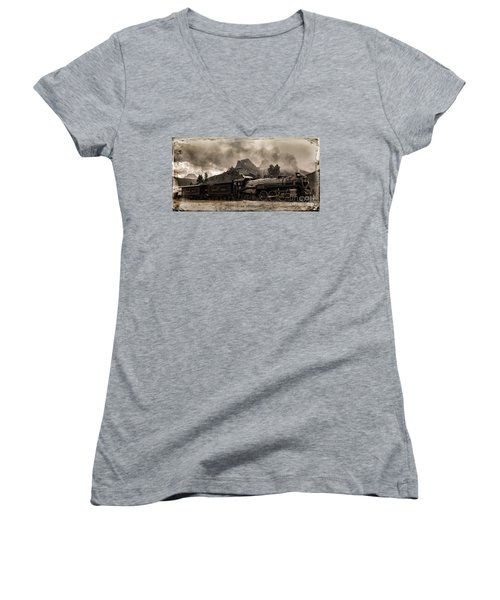 2816 Empress At Three Sisters - Canmore Women's V-Neck