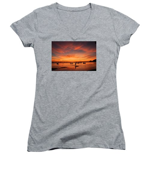 Sunrise On Koh Tao Island In Thailand Women's V-Neck T-Shirt (Junior Cut) by Tamara Sushko