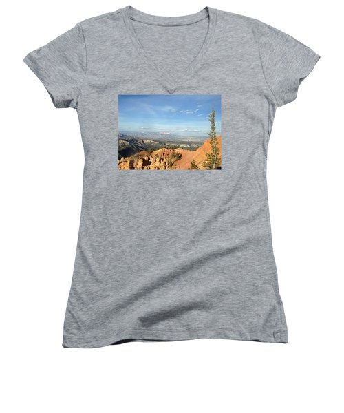 A Perfect Spot At Bryce Canyon Women's V-Neck T-Shirt (Junior Cut)