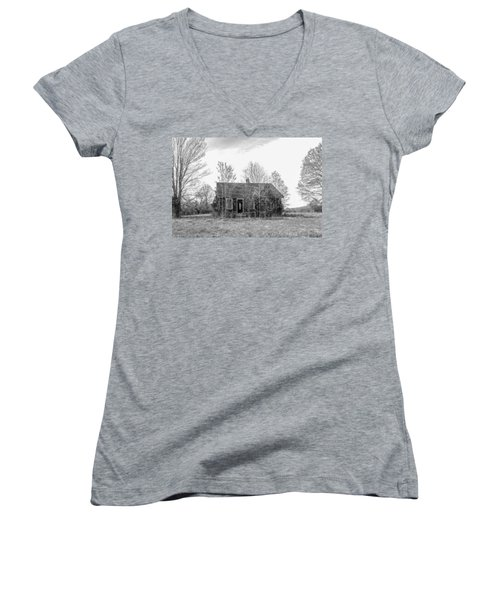 Women's V-Neck T-Shirt featuring the photograph Abandoned House Queenstown, Md  by Charles Kraus