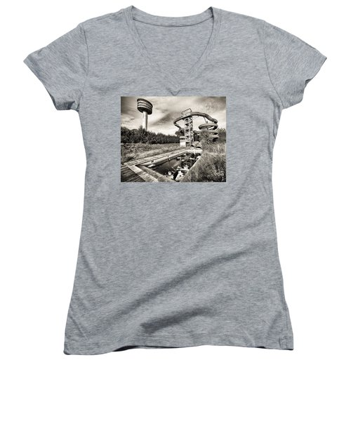 abandoned swimming pool - Urban decay Women's V-Neck T-Shirt