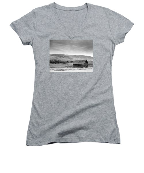 An Old Barn Women's V-Neck T-Shirt
