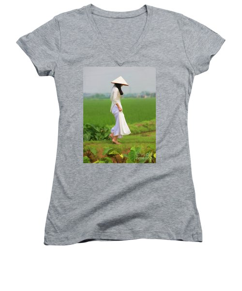 Ao Dai Woman Vietnamese Woman Women's V-Neck