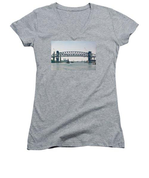 Arthur Kill The Four Tugs Women's V-Neck T-Shirt