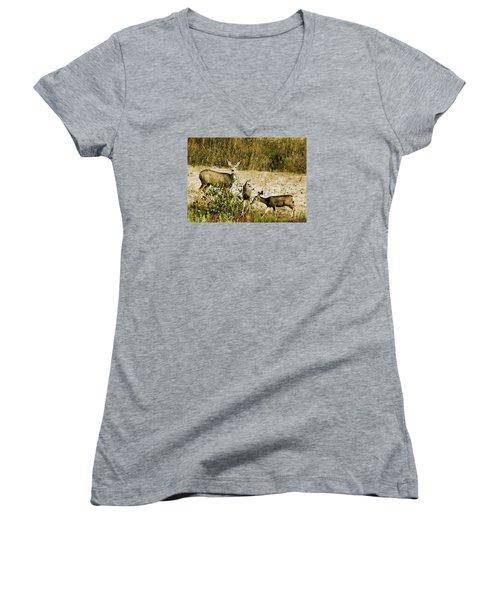 Mule Doe And Her Twins Women's V-Neck T-Shirt (Junior Cut) by Bill Kesler