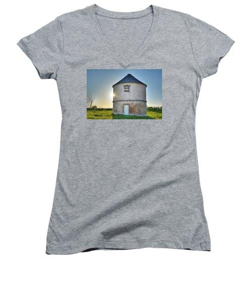 Auldearn Doocot Women's V-Neck T-Shirt