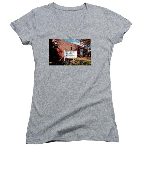 Avon High School Blg Women's V-Neck T-Shirt