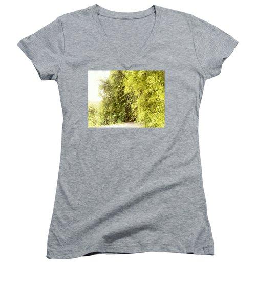 bambu en Limani, Adjuntas Women's V-Neck T-Shirt