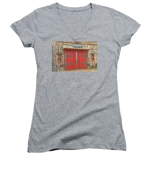 Barn Excelsior In Buena Vista, Colorado  Women's V-Neck T-Shirt