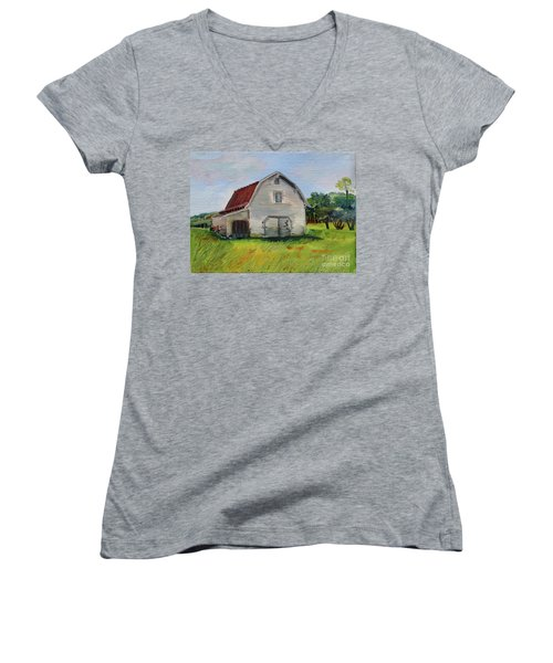 Women's V-Neck T-Shirt featuring the painting Barn-harrison Park, Ellijay-pinson Barn by Jan Dappen