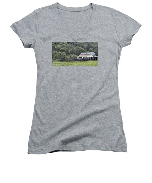 Barn In The Meadow Women's V-Neck T-Shirt
