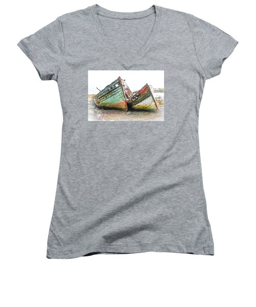 Boats Isle Of Mull 4 Women's V-Neck (Athletic Fit)