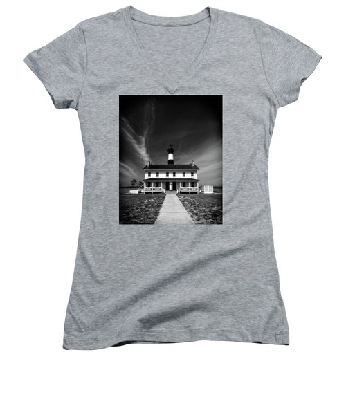 Women's V-Neck T-Shirt featuring the photograph Bodie Light And Keepers Quarters by Alan Raasch
