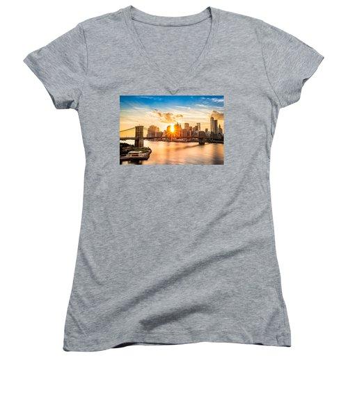 Brooklyn Bridge And The Lower Manhattan Skyline At Sunset Women's V-Neck