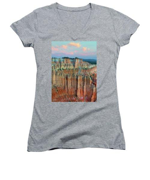 Bryce Canyon Women's V-Neck T-Shirt