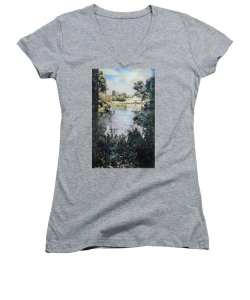 Buckingham Palace Garden - No One Women's V-Neck T-Shirt