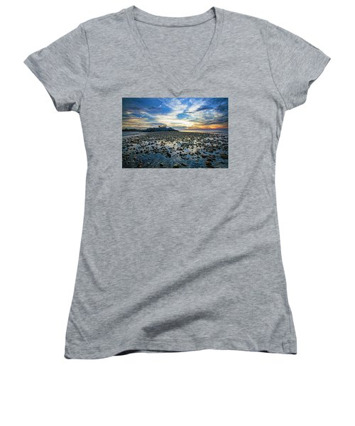 Cable Crossing Orient Point Sunset Women's V-Neck T-Shirt