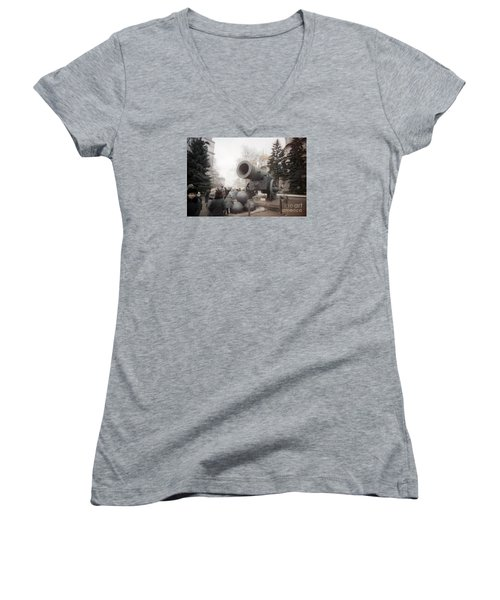 cannon in Moscow Women's V-Neck T-Shirt