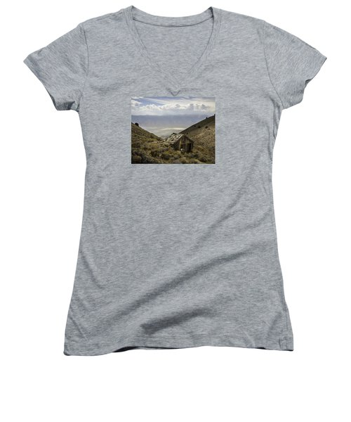 Cerro Gordo Cabin Women's V-Neck (Athletic Fit)