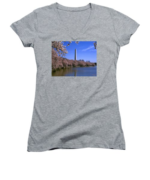 Cherry Blossoms On The Tidal Basin 15j Women's V-Neck