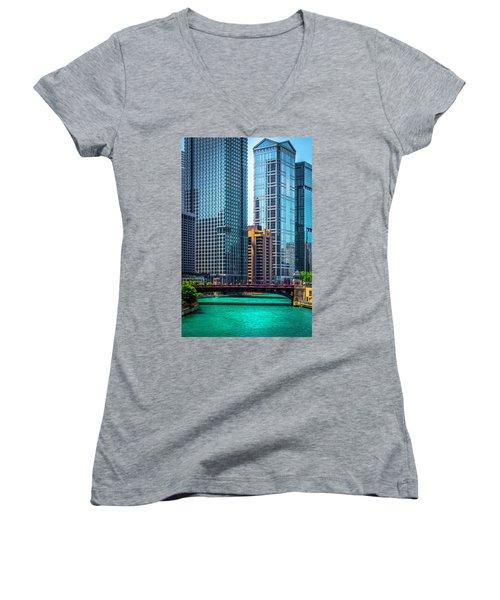 Chicago River From Michigan Ave Dsc2107 Women's V-Neck T-Shirt (Junior Cut) by Raymond Kunst