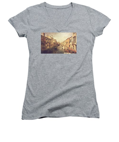 Chioggia Women's V-Neck