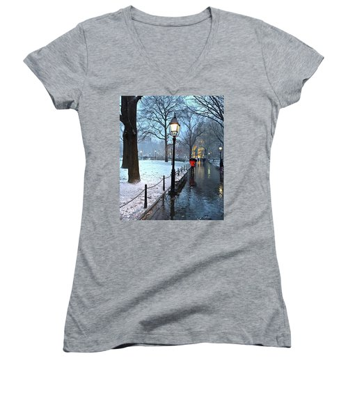 Christmas In Central Park Women's V-Neck T-Shirt