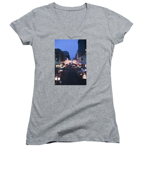 Christmas On The Mall Women's V-Neck T-Shirt