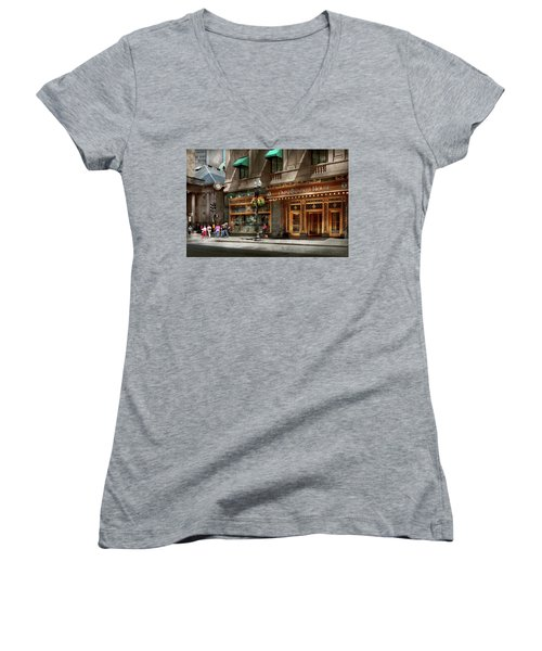 Women's V-Neck T-Shirt featuring the photograph City - Ma Boston - Meet Me At The Omni Parker Clock by Mike Savad