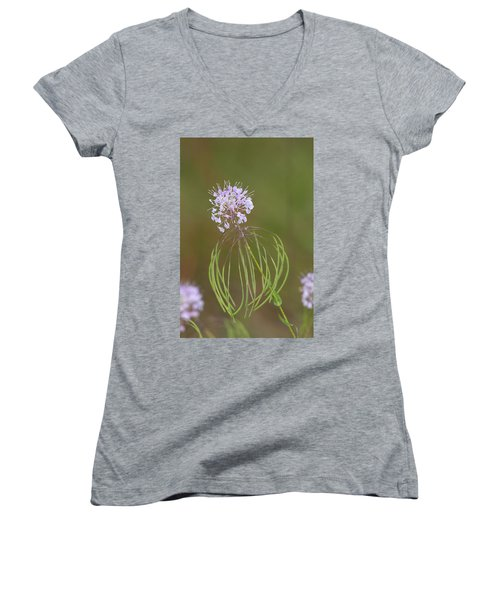 Clasping Warea Women's V-Neck