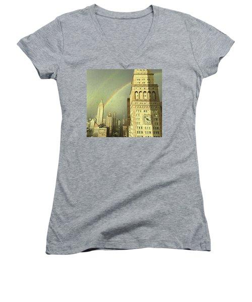 Clock Tower New York Women's V-Neck T-Shirt