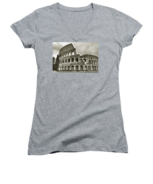 Colosseum  Rome Women's V-Neck (Athletic Fit)