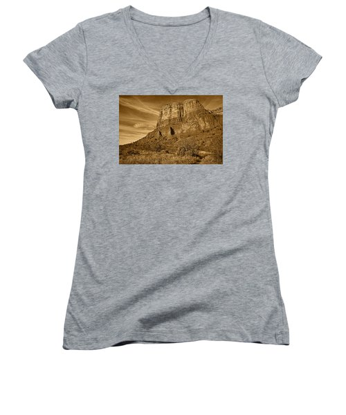 Courthouse Butte Tnt Women's V-Neck