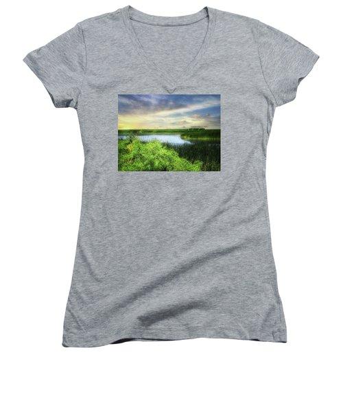 Dakota Wetlands 7 Women's V-Neck T-Shirt