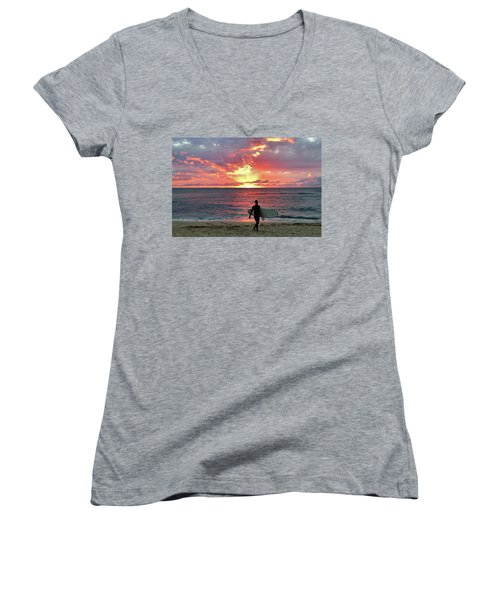 Day's End On The North Shore Women's V-Neck T-Shirt