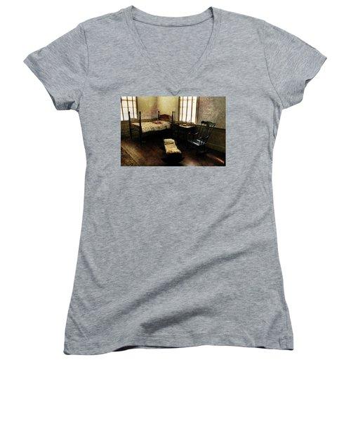 Days Of Old Women's V-Neck T-Shirt