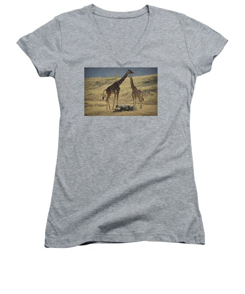 Desert Palm Giraffe Women's V-Neck T-Shirt