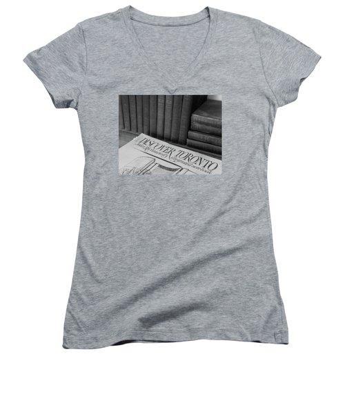 Discover Toronto Women's V-Neck T-Shirt