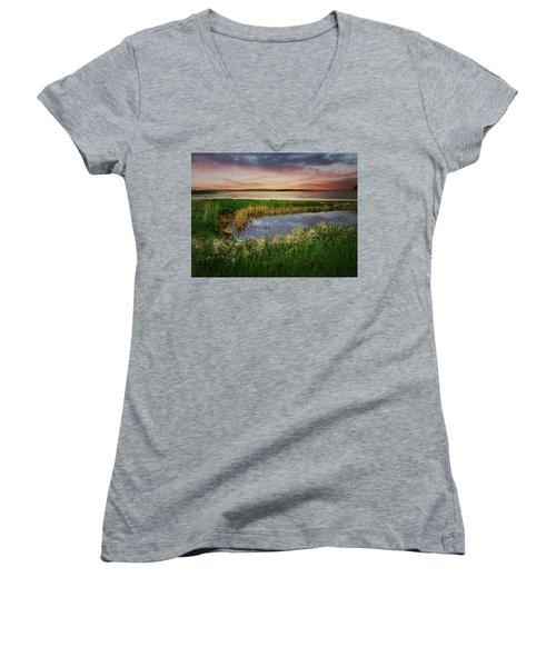 Divided Women's V-Neck T-Shirt