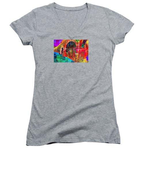 Dos Puertas Pintadas Women's V-Neck T-Shirt (Junior Cut)