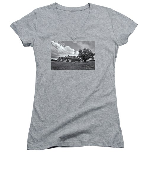 Women's V-Neck T-Shirt featuring the photograph Duckholes Hotel by Linda Lees