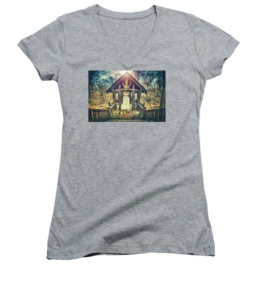 Women's V-Neck T-Shirt (Junior Cut) featuring the photograph Entrance To 7 Bridges - Grant Park - South Milwaukee  by Jennifer Rondinelli Reilly - Fine Art Photography
